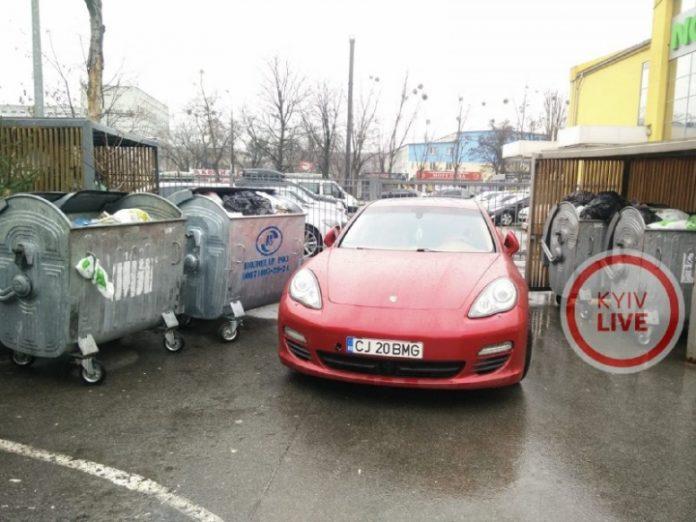 Новость одной картинкой: нерастаможенный Porsche Panamera на свалке