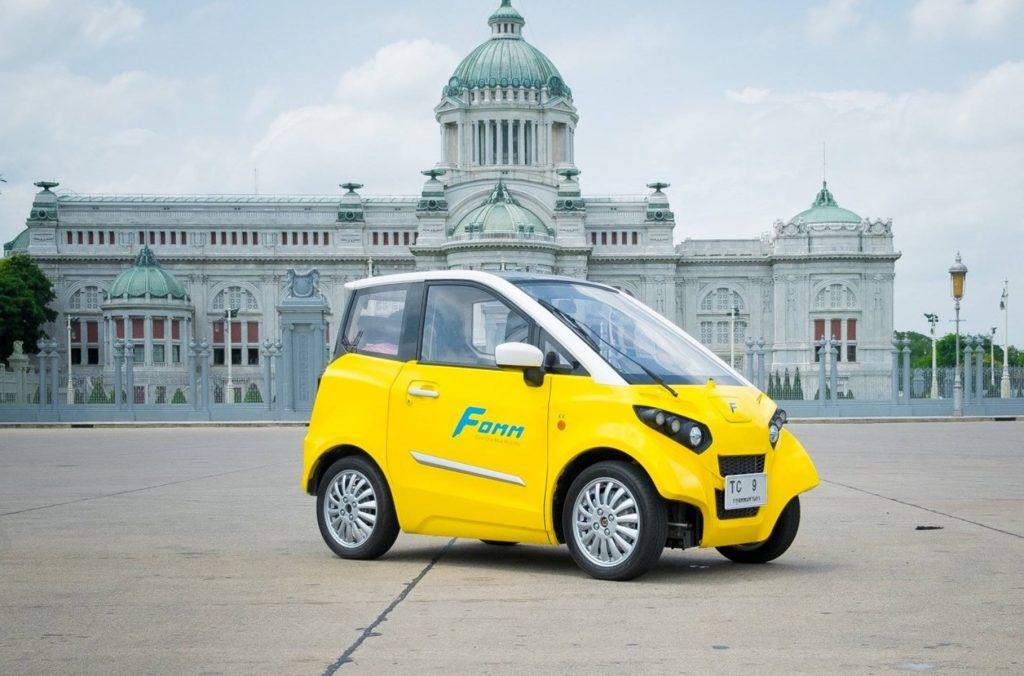 Первый в мире электромобиль-амфибия поступил в продажу по цене Дастера