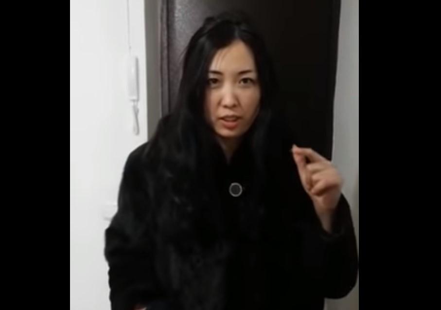 Девушка на СТО попросила заменить прокладку между сиденьем и рулем (видео)