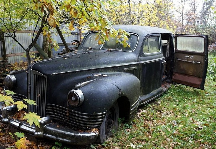 Редчайший советский лимузин 60 лет простоял заброшенным в саду