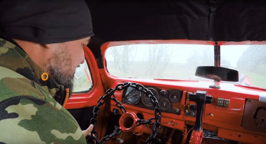 Старый ГАЗ превратили в адский эвакуатор в стиле Безумного Макса