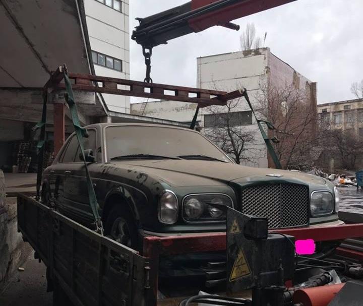 В Киеве обнаружен заброшенный раритетный Bentley