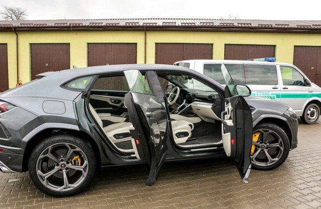 На украинской границе задержали угнанный кроссовер Lamborghini Urus