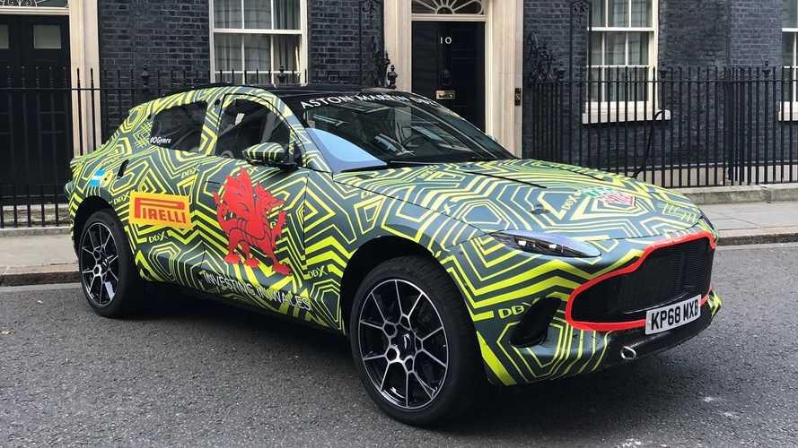 Первый кроссовер Aston Martin рассекречен на официальных фото