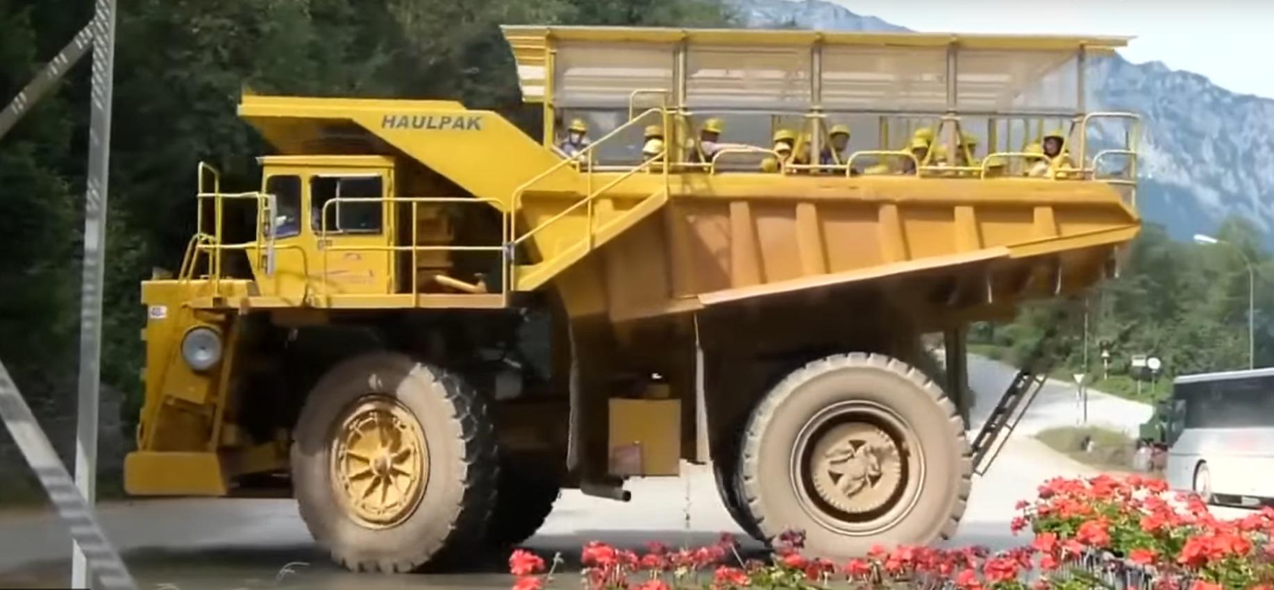 Как выглядит самая большая в мире маршрутка весом 75 тонн