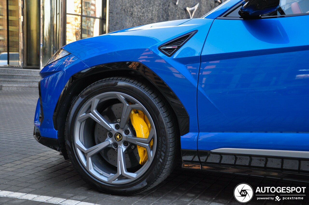 В Украине засняли новенький кроссовер Lamborghini Urus