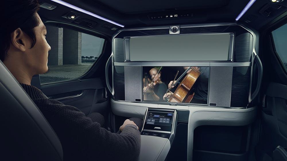 Lexus презентовал свой первый минивэн LM