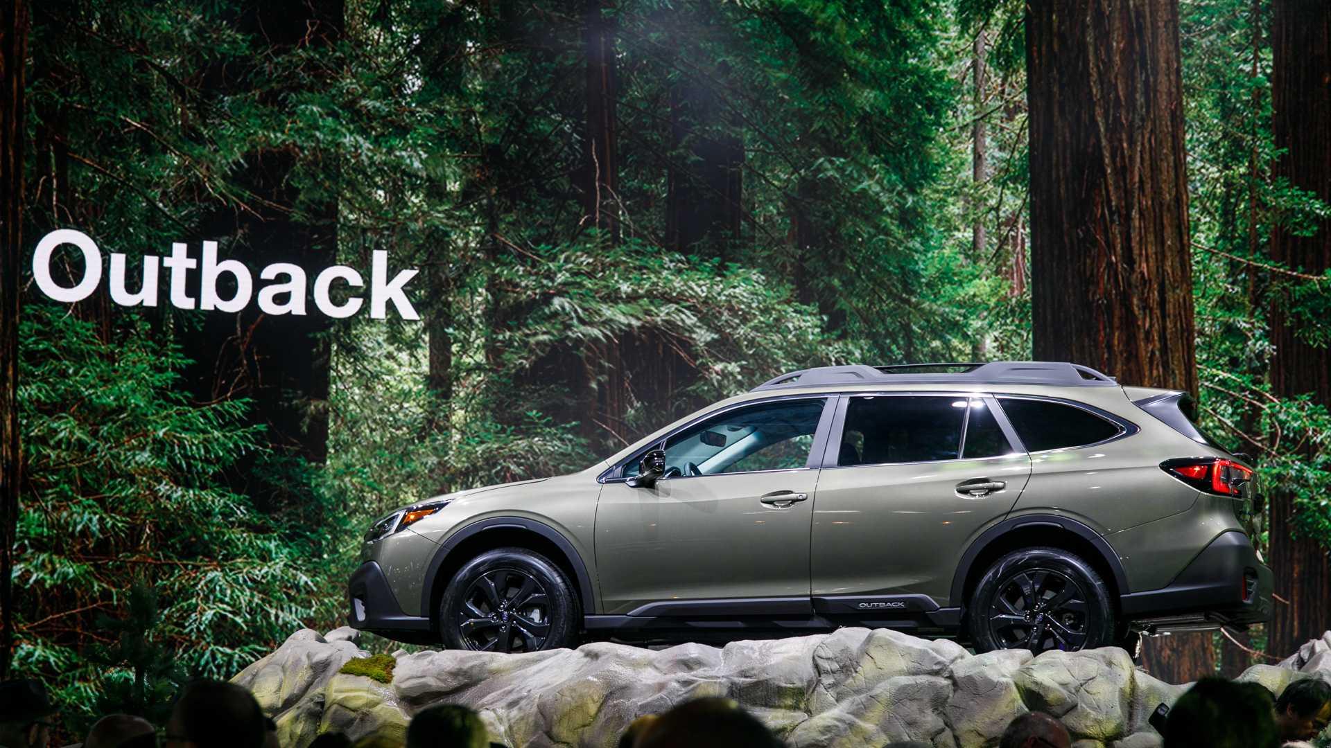 Живые фото и все подробности нового Subaru Outback 2020