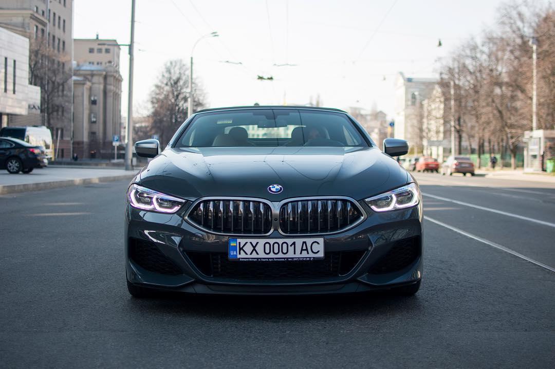 В Украине засняли новейшую BMW 8 с интересными номерами