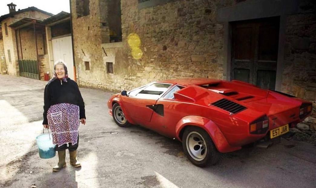 В украинском селе у пенсионерки обнаружили раритетный Lamborghini