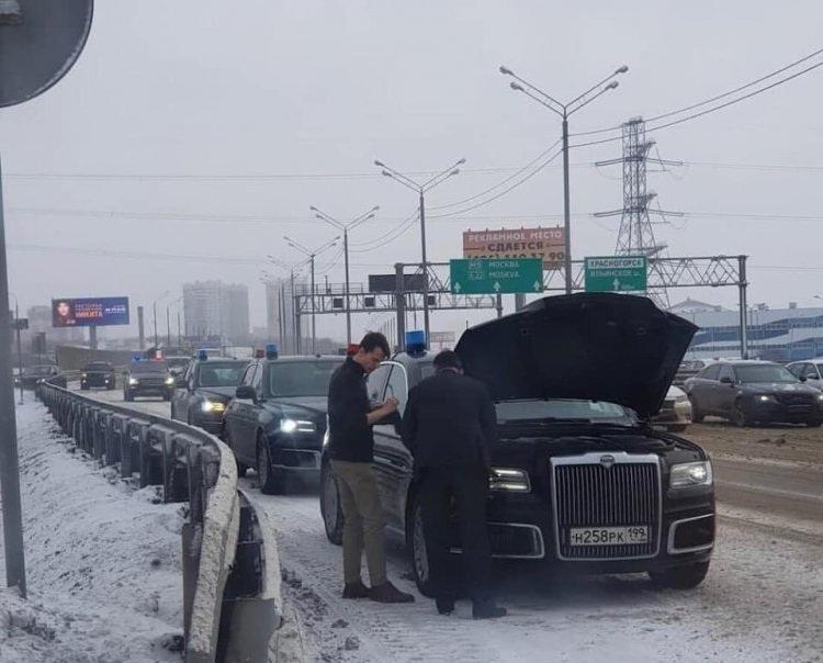 В сети обсуждают сломавшийся лимузин Путина
