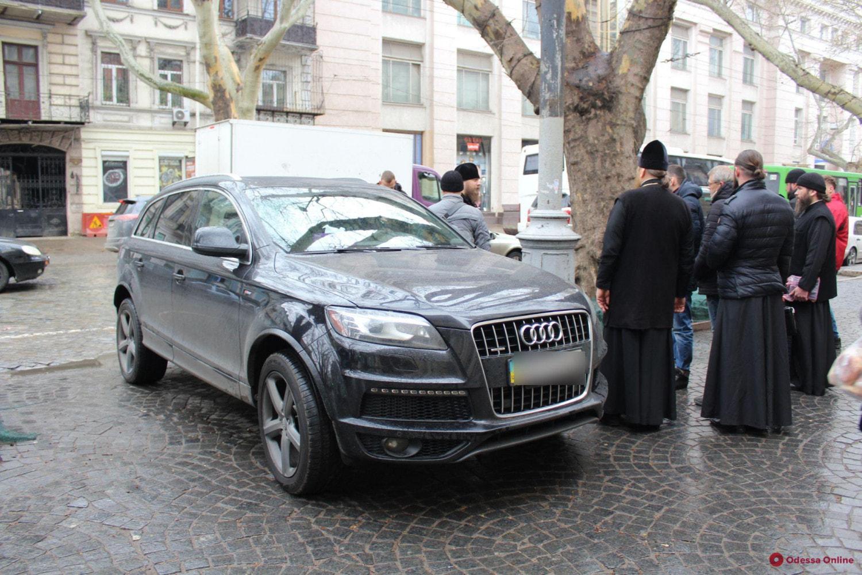 Монах испугался GPS-треккера в своем Audi Q7