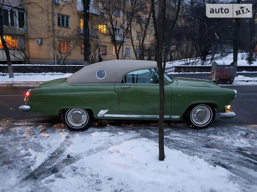 В Украине засветился элегантный кабриолет Волга ГАЗ-21