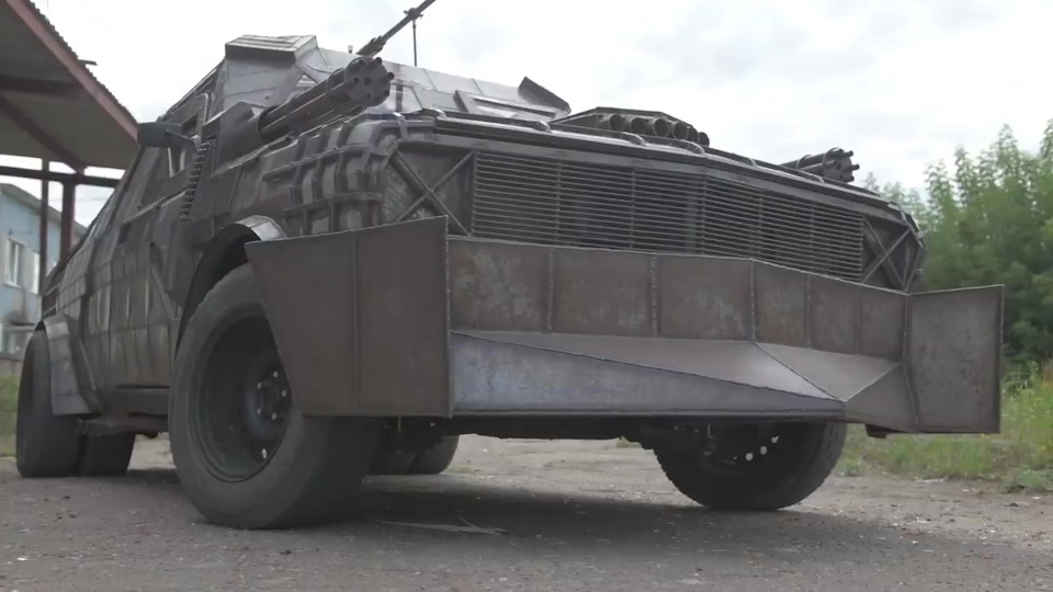 Белорус превратил Волгу в броневик для зомби-апокалипсиса