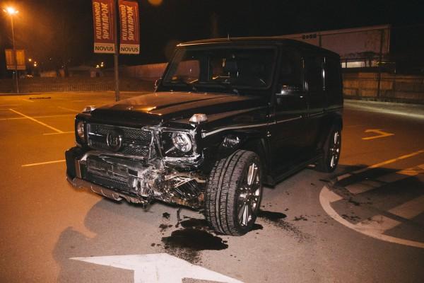 Нетрезвый водитель Брабус Гелендваген устроил серьезное ДТП на парковке