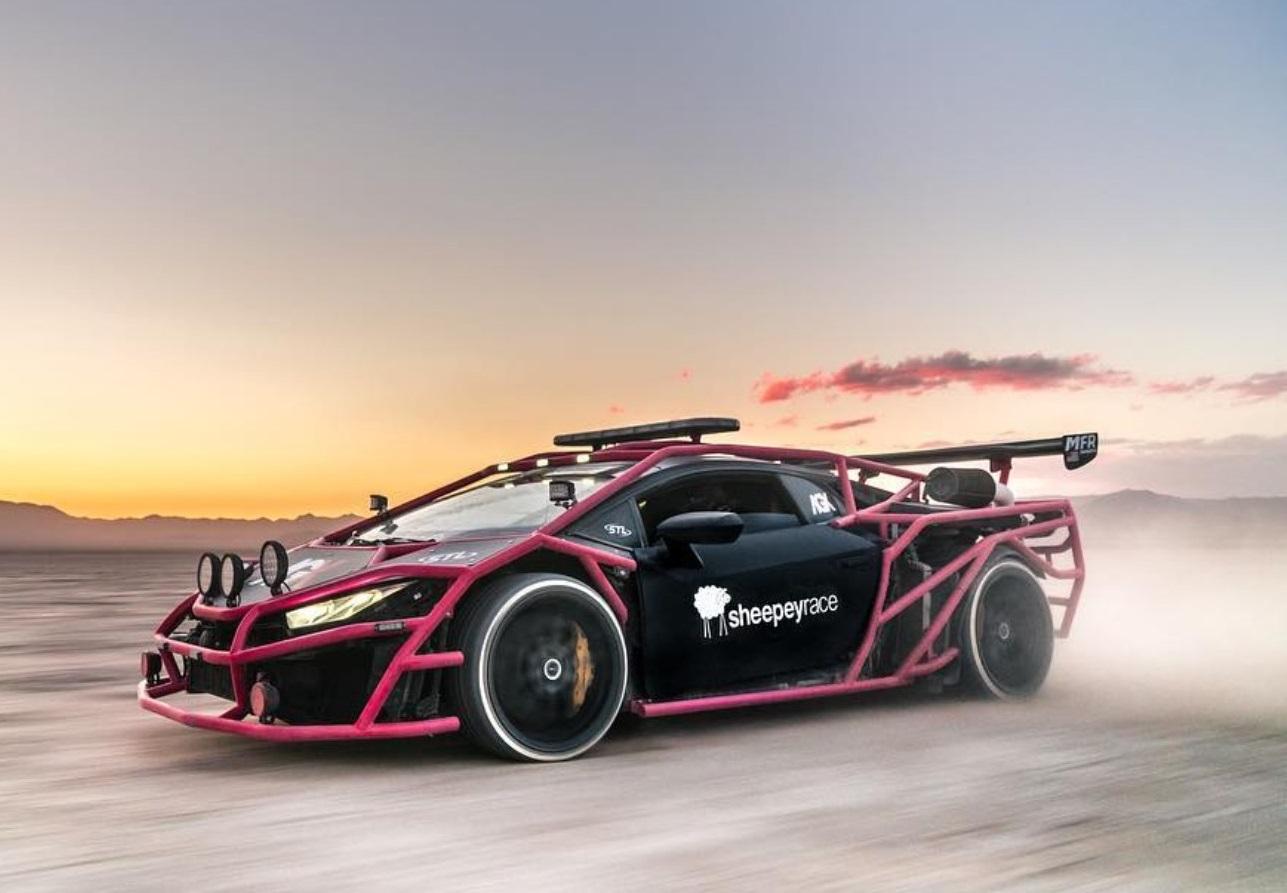 Ради просмотров на YouTube блогер изувечил спорткар Lamborghini