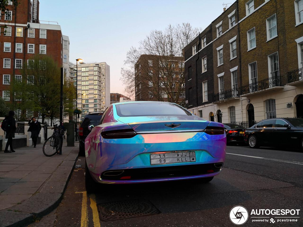 На дорогах засняли уникальный голографический седан Aston Martin