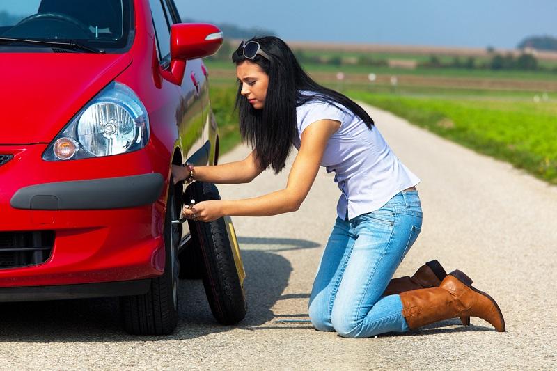 Что нужно знать о замене спущенного колеса в самый неподходящий момент