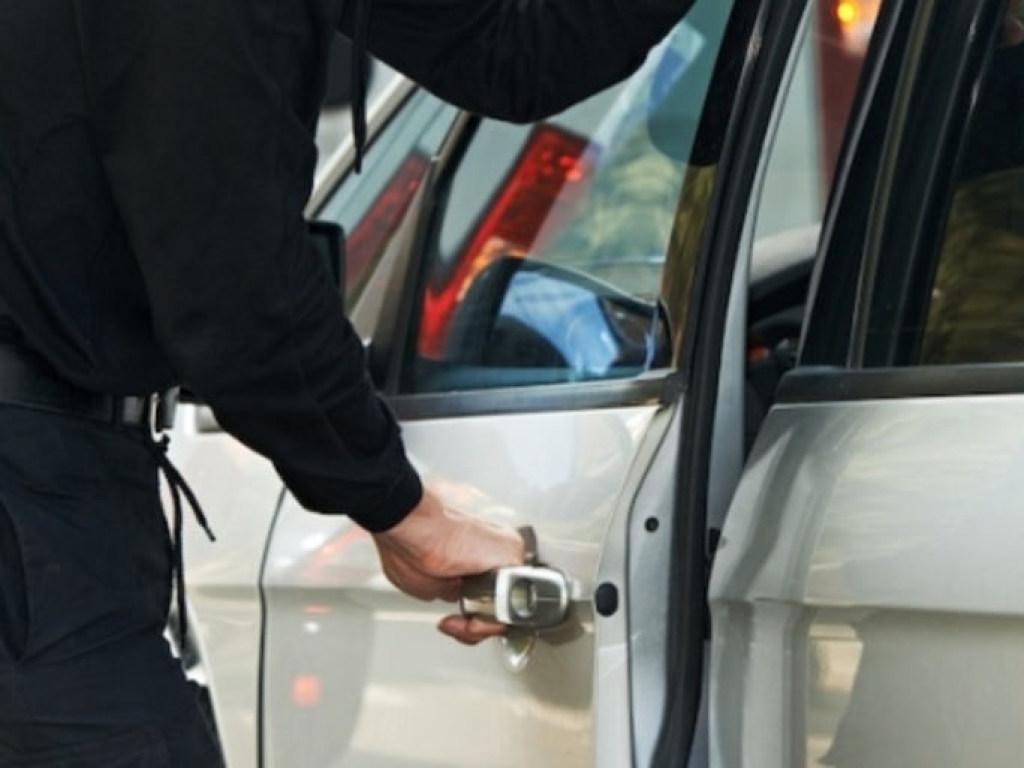 В Киеве угнали дорогие авто прямо из автосалона