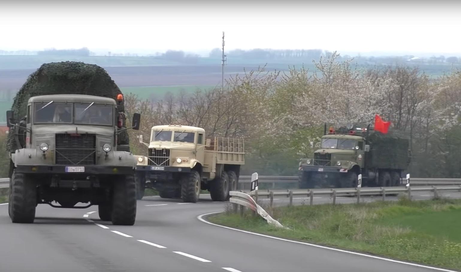 Старые украинские КрАЗы впечатлили на немецком автобане (видео)