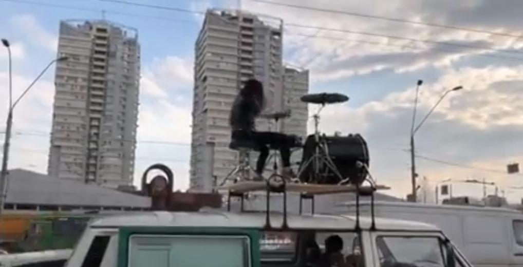 Украинская рок-группа дала концерт в киевской пробке