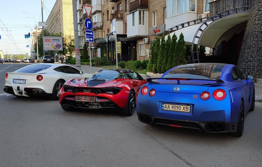 В Киеве засветились суперкары общей стоимостью свыше полумиллиона евро