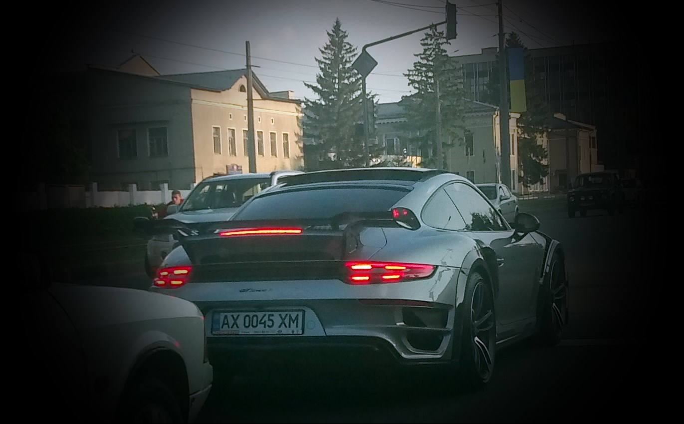 В Украине засняли безумный лимитированный Porsche 911 TechArt
