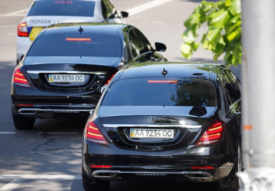 На чем прибыли на инаугурацию старый и новый президенты Украины
