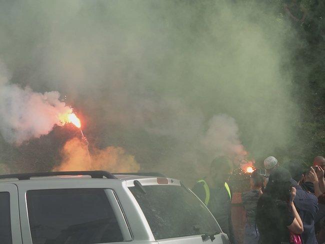 Владельцы авто на еврономерах заблокировали центр Киева и зажгли фаеры