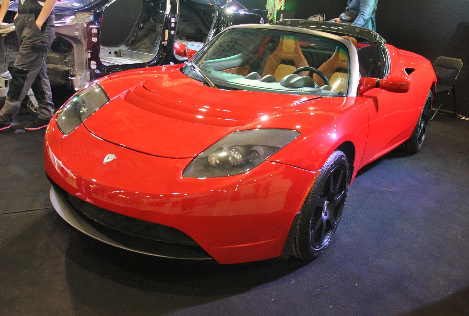 В Украину привезли самый первый электромобиль Tesla