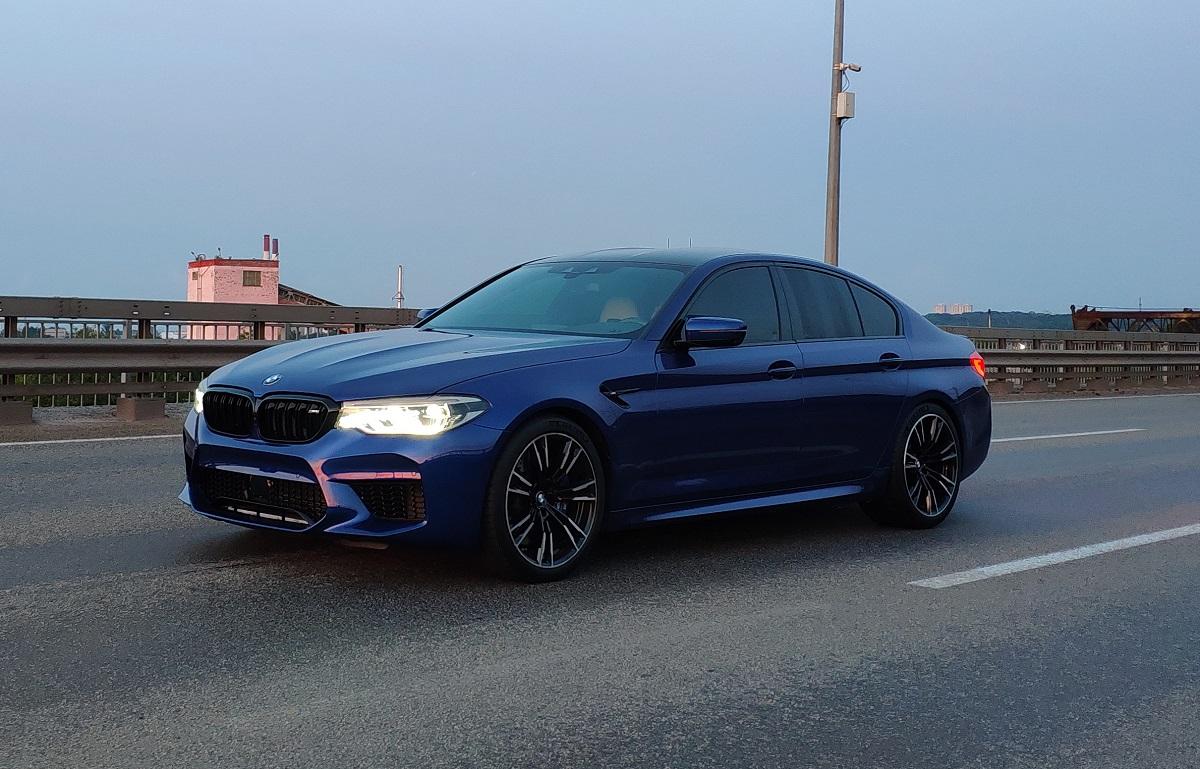 Тест-драйв самой быстрой BMW M5 F90 в Украине (видео)