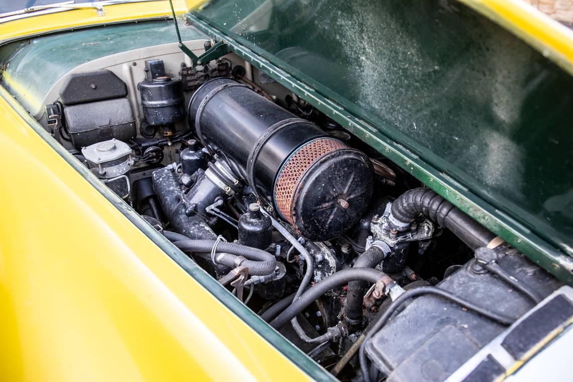 Уникальный пикап Bentley продают по цене Toyota Camry