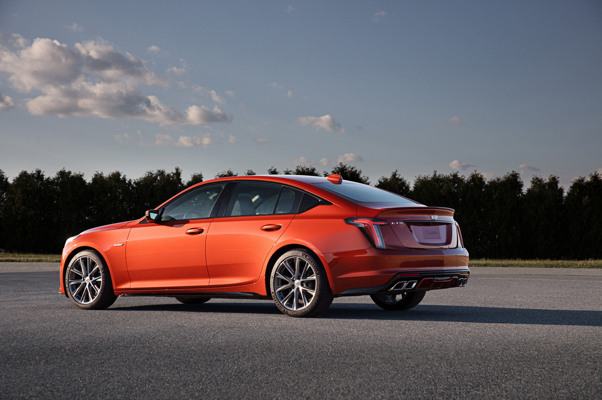 Cadillac представил конкурентов заряженным Audi S4 и Mercedes-AMG
