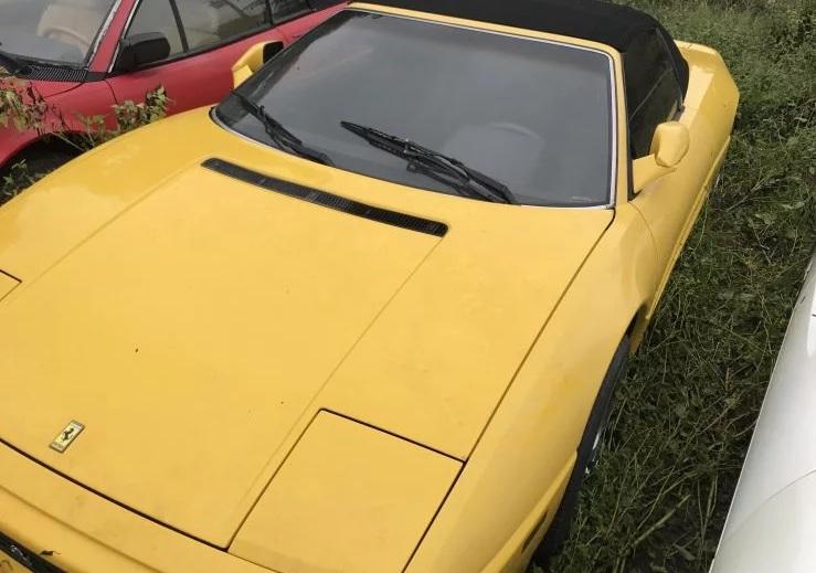В Сеть попали фото заброшенных суперкаров Ferrari