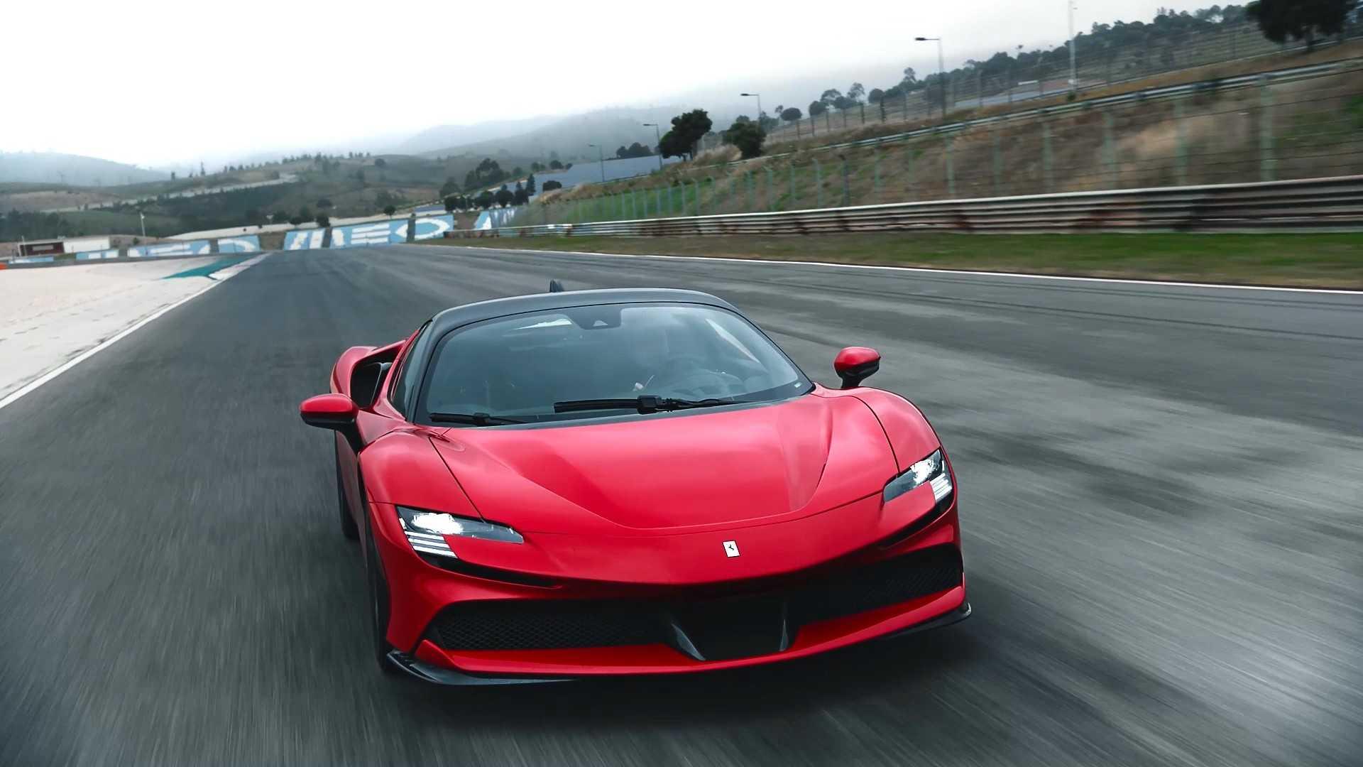 Живые фото и видео самого быстрого суперкара Ferrari в истории