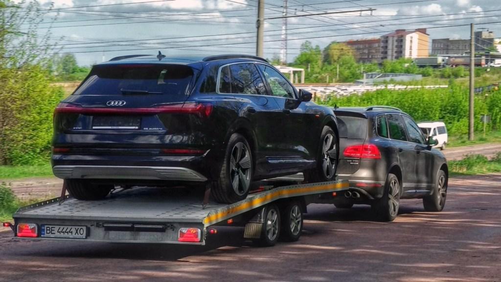 В Украине активно завозят первые электромобили Audi e-tron