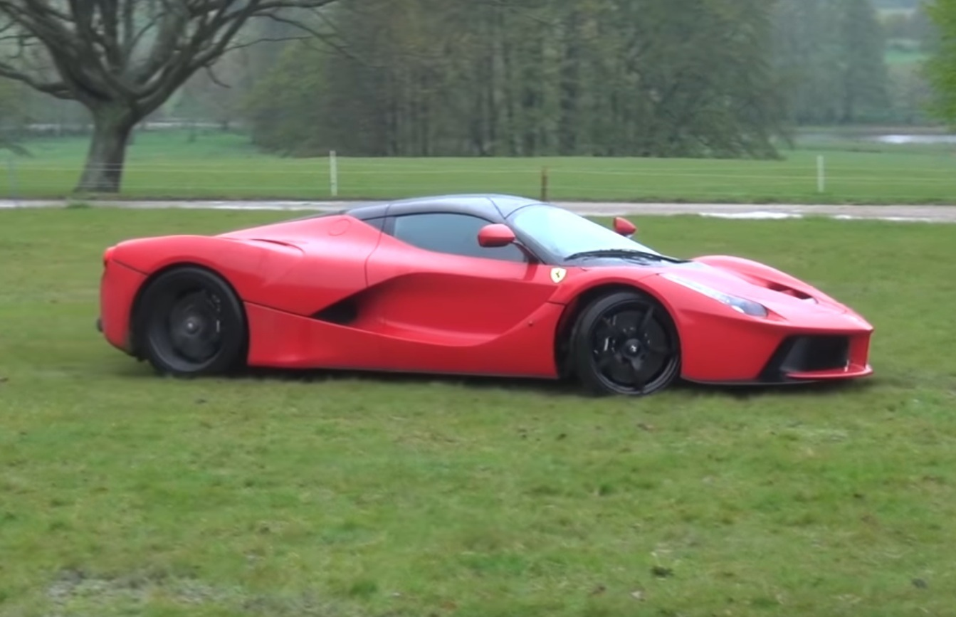 Дорогой гиперкар Ferrari испытали бездорожьем (видео)