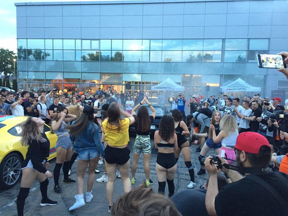 Эксклюзивные фото грандиозной вечеринки с суперкарами в Киеве