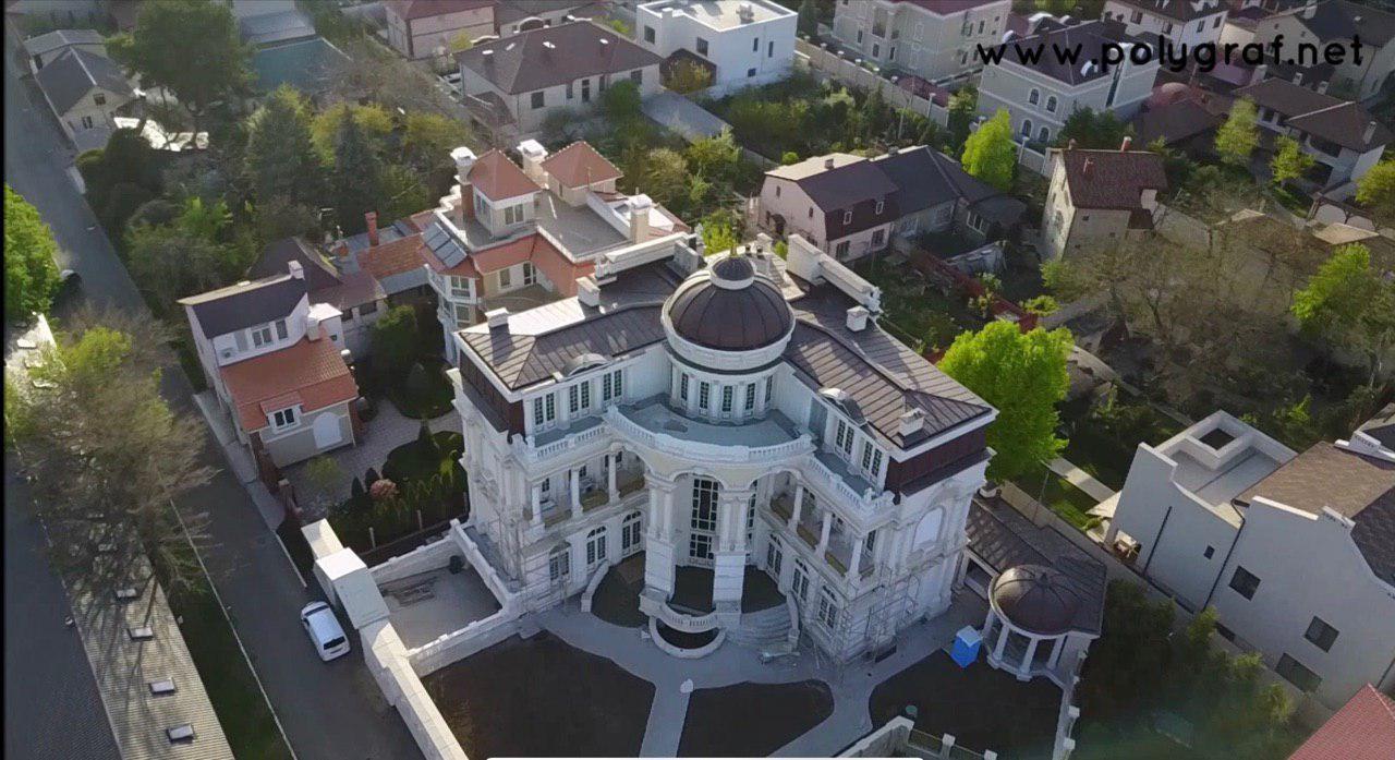 Дворец и гараж одесского чиновника поразили соцсети