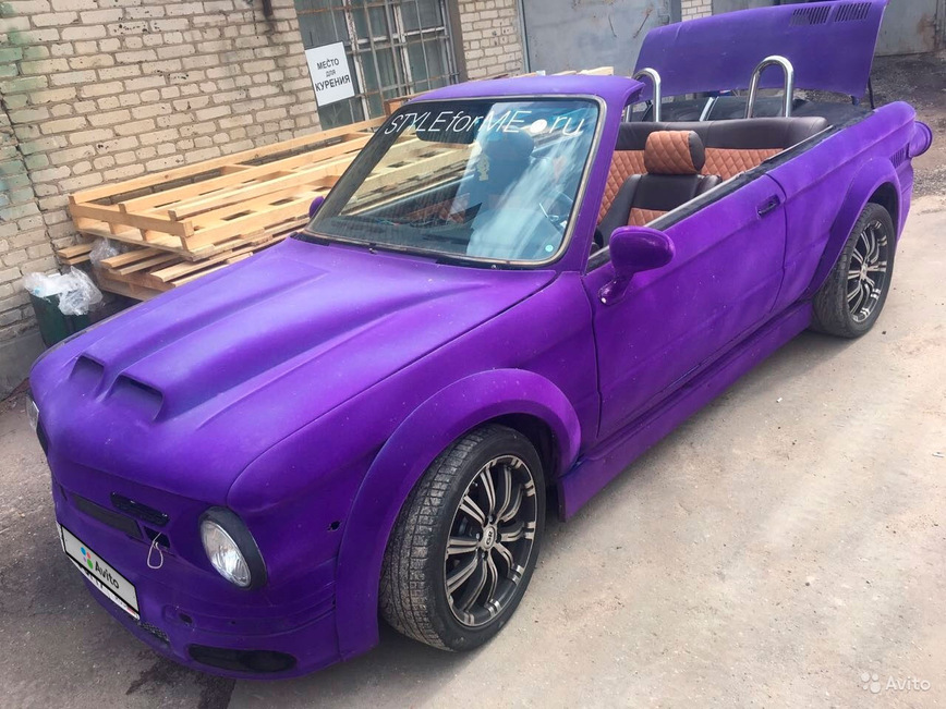 Старую BMW превратили в яркий кабриолет Запорожец