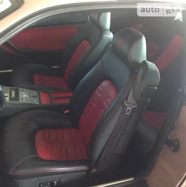 В Украине продают редкий спорткар Ferrari по цене новой Кемри