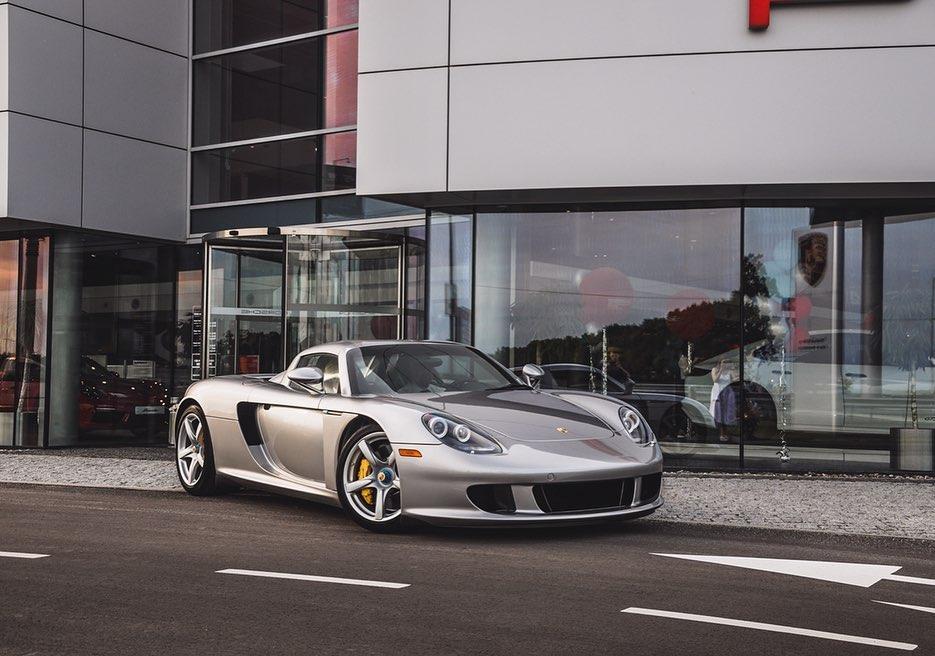 В Украине засняли легендарный суперкар Porsche Carrera GT