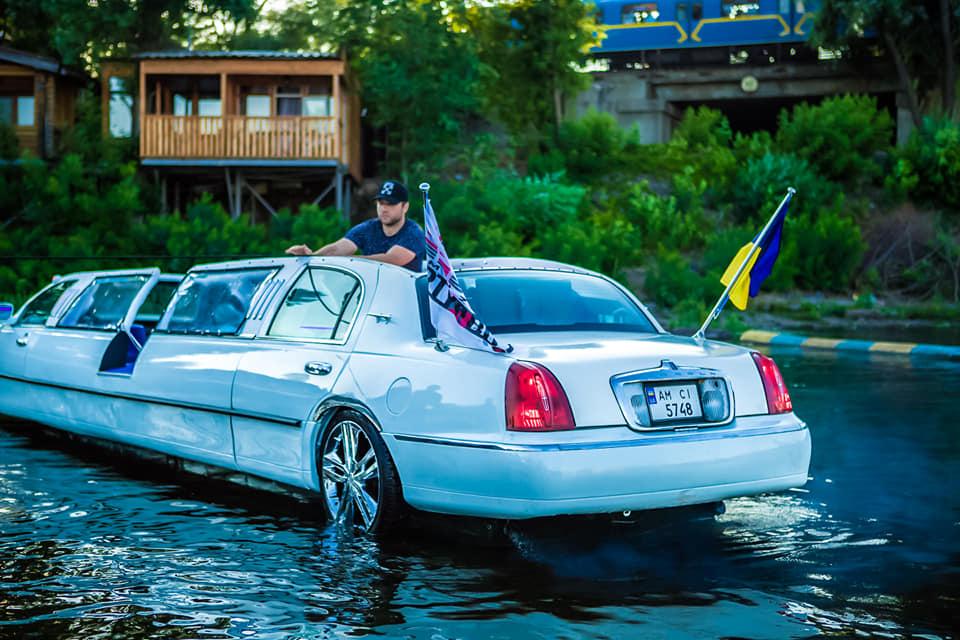 Украинцы построили уникальный водный лимузин