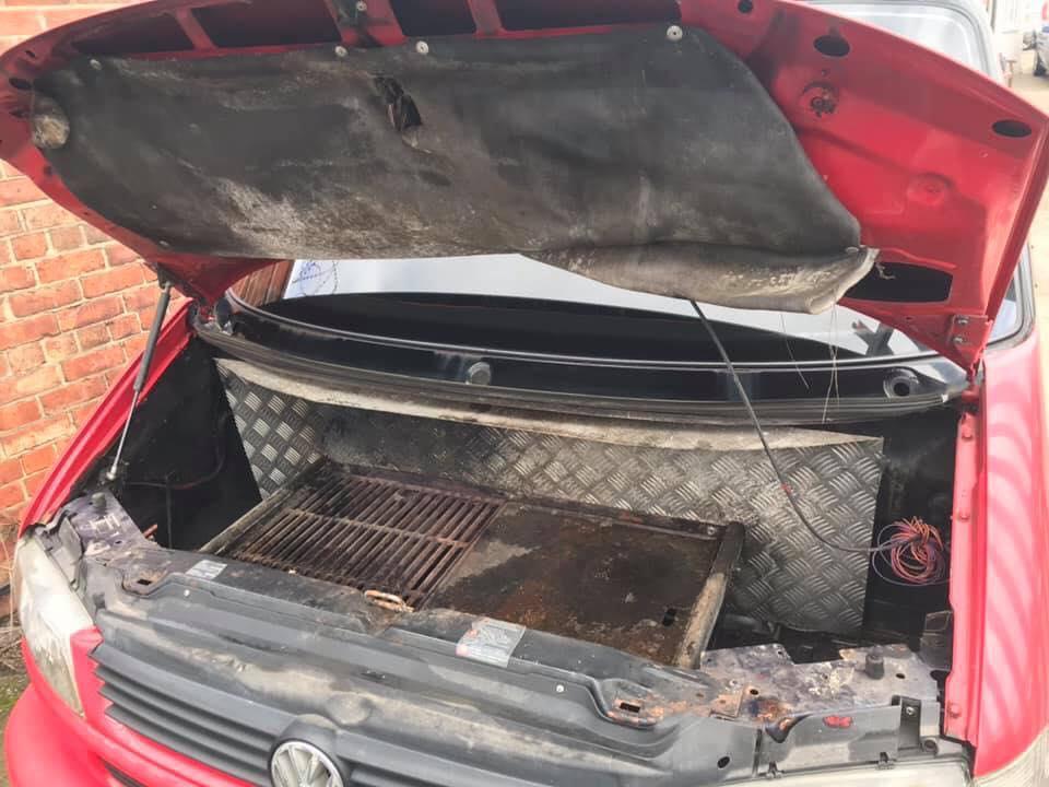 Старый Volkswagen превратили в оригинальный прицеп-кемпер