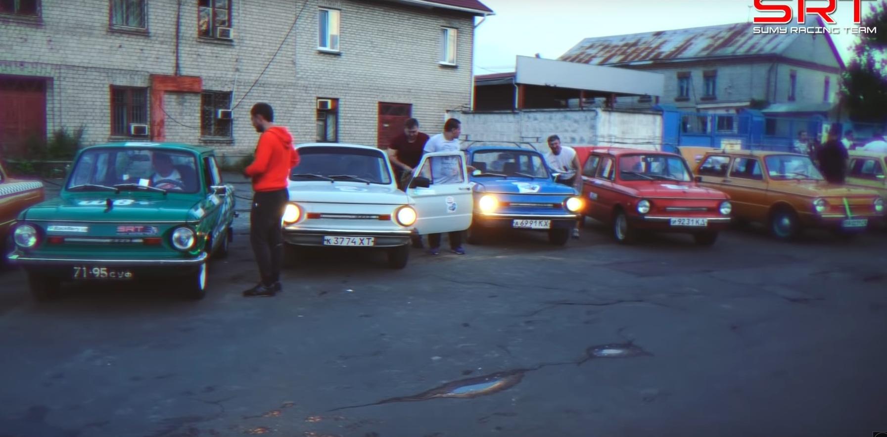 Украинцы устроили масштабный автопробег на Запорожцах