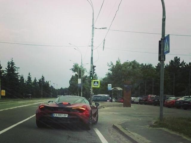 Новейший сверхскоростной McLaren 720S в Украине