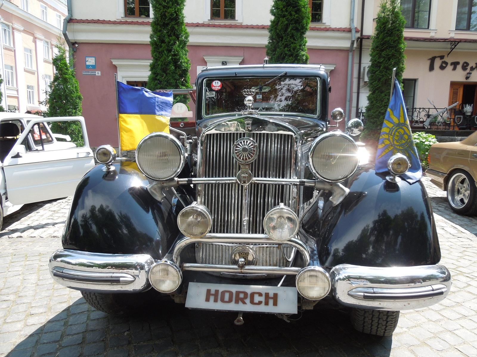 В Украине засветился редчайший довоенный немецкий лимузин