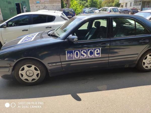 Украинец придумал как не растамаживать авто на еврономерах