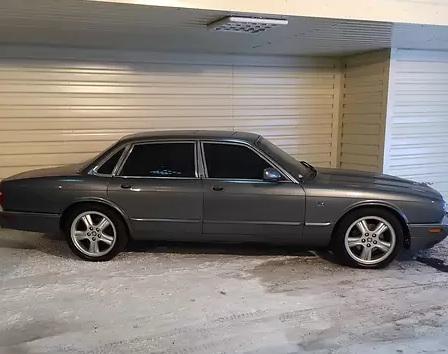 В Украине недорого продается коллекция раритетных элитных авто