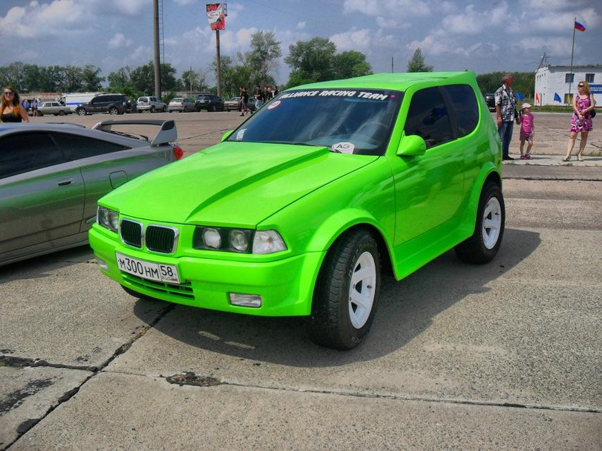 Народные умельцы скрестили Ниву и тройку BMW